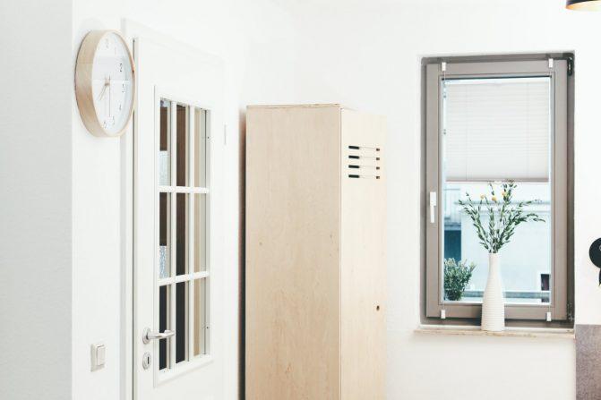 gäste appartment designerschrank blick aus fenster