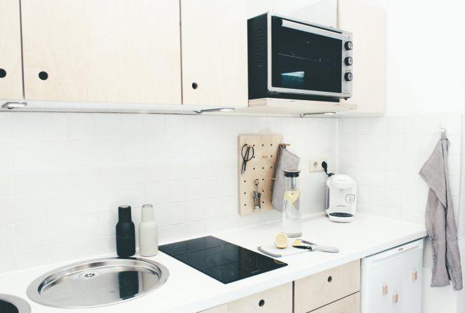 ferienwohnung halle küche mit ceranfeld und minibackofen