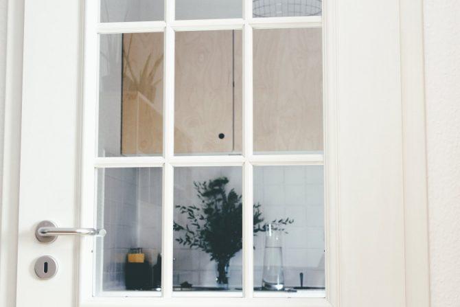 blick aus der wohnzimmertür halle fewo